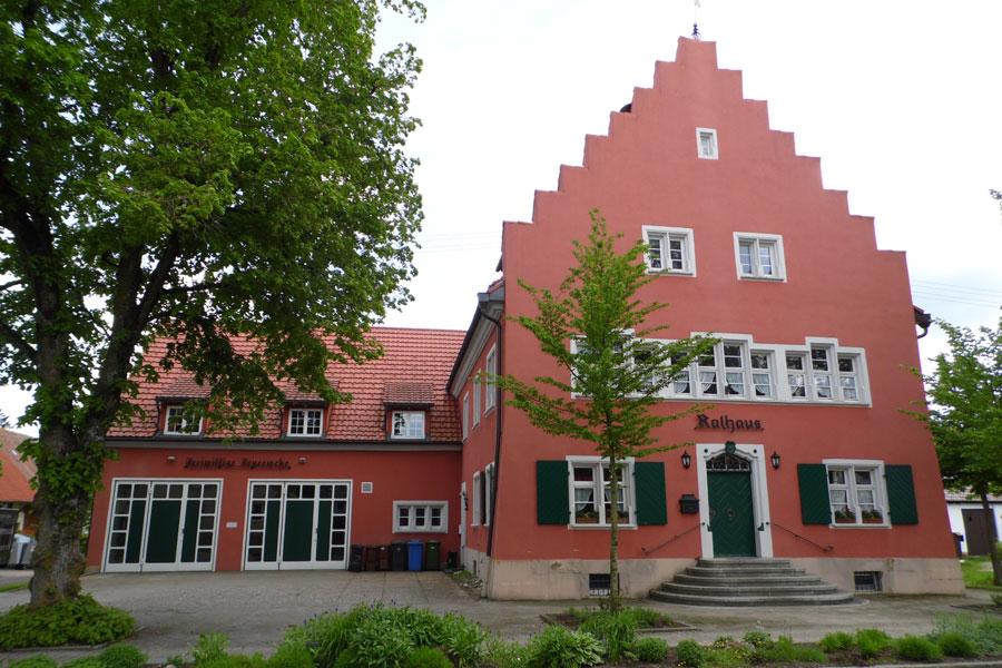 Rathaus mit Feuerwehr Sunthausen