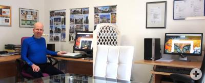 Alexander Reichert in seinem Büro und Atelier