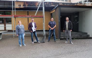 Stephanie Schweizer, Martin Weißhaupt vom Architekturbüro Merz, Karlheinz Mundinger und Jens Götze freuen sich über den Sanierungsbeginn