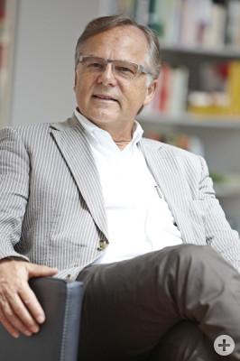 Portrait von Prof. Dr. Burrer