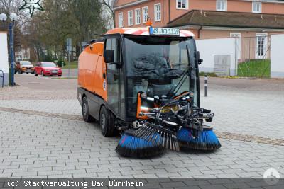Neue wendige Kehrmaschine für den Bauhof in Bad Dürrheim