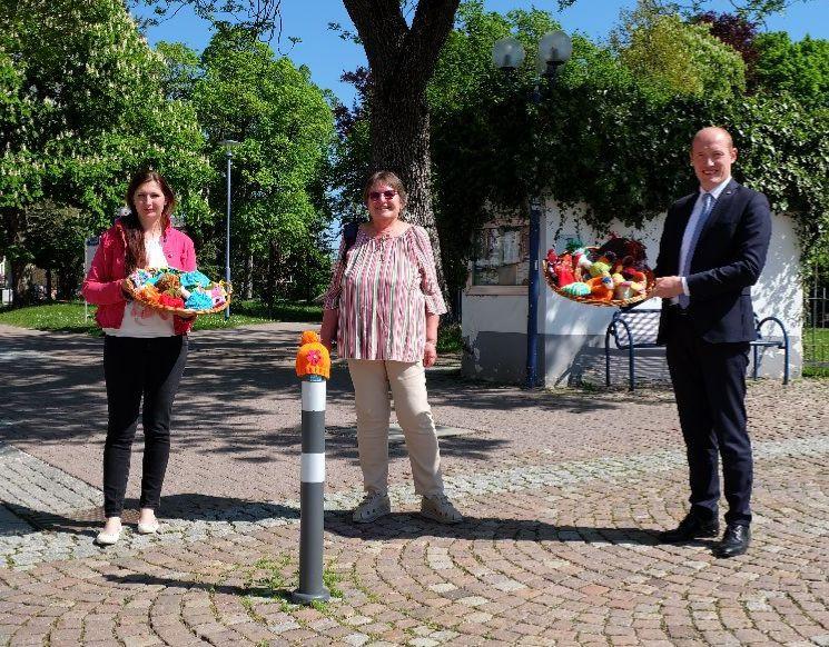 Polleraktion Mützen Bürgermeister Berggötz, Maria Bucher und IngeTeichert