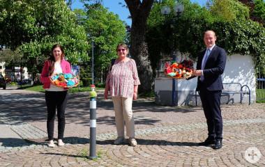 (von links) Frau Maria Bucher, Frau Inge Teichert und Herr Bürgermeister Jonathan Berggötz