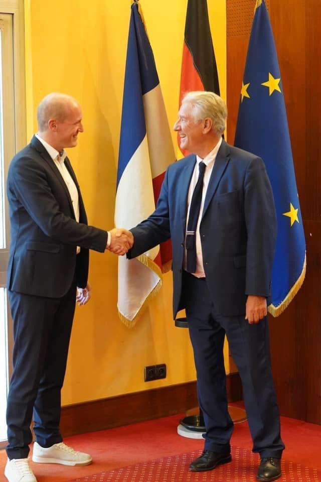 Die Bürgermeister Jonathan Berggötz und Philippe Sueur